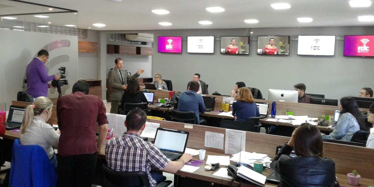 Equipe da RDCTV recebe orientações para cobertura eleitoral
