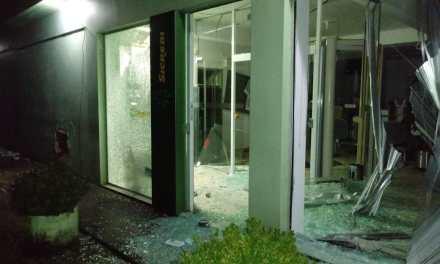 Criminosos explodem agência do SICREDI