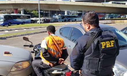 PRF prende homem que se passava por agente de trânsito