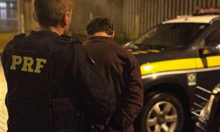 PRF prende motorista depois que fuga termina em acidente
