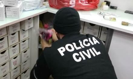 Polícia apreende celulares durante a Operação Recovery