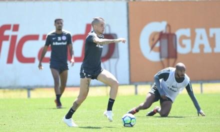 Golaço de D'Alessandro é a atração no treino do Inter