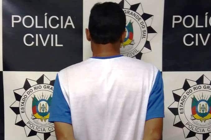 Homem é preso por favorecimento à prostituição e facilitação de adolescente em cena pornográfica em Santa Maria