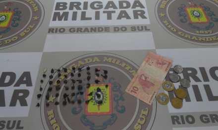 BM prende quatro pessoas por tráfico de drogas e apreende 233 pedras de crack