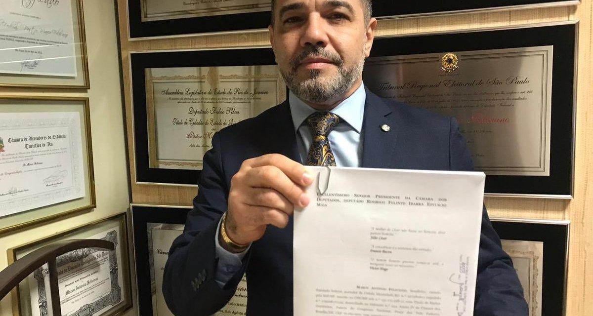 Marco Feliciano protocola pedido de impeachment de Mourão