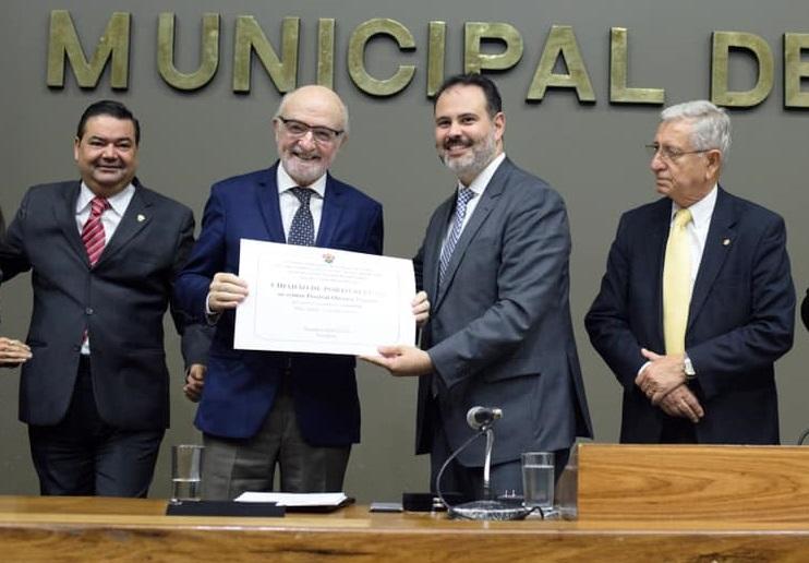 Percival Puggina recebe título de Cidadão de Porto Alegre