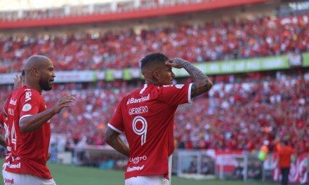 Em tarde de artilharia estrangeira, Inter vence o Flamengo no Beira-Rio