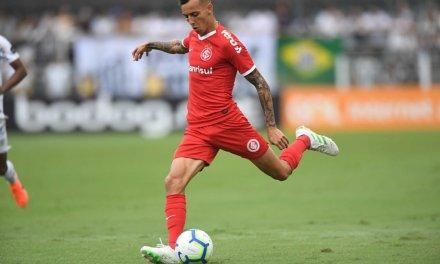 Iago pode ter feito o último jogo com a camisa colorada contra o Santos