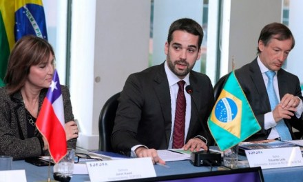 Eduardo Leite vai ao Chile em busca de investimentos para o Rio Grande do Sul