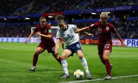 Inglaterra vence Argentina e se garante nas oitavas da Copa do Mundo