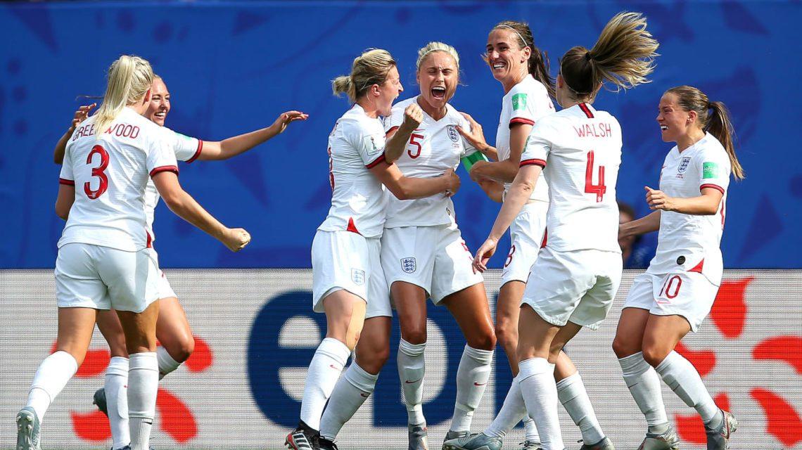 Inglaterra vence e avança de fase na Copa do Mundo