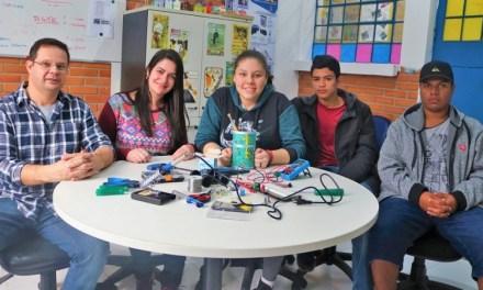 Escola aposta na tecnologia para atrair estudantes e abrir portas do mercado de trabalho