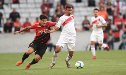 Já em Curitiba, Inter fará treino na Arena da Baixada