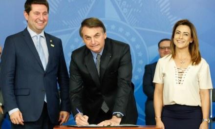 Bolsonaro homenageia o Rio Grande e brinca com a sigla CTG