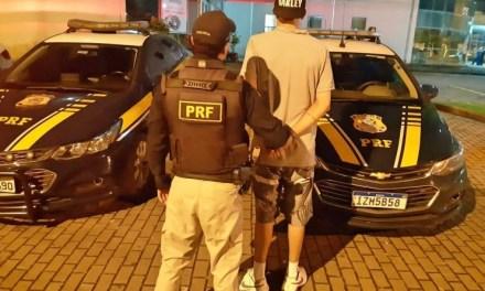 PRF prende homem sem habilitação dirigindo embriagado