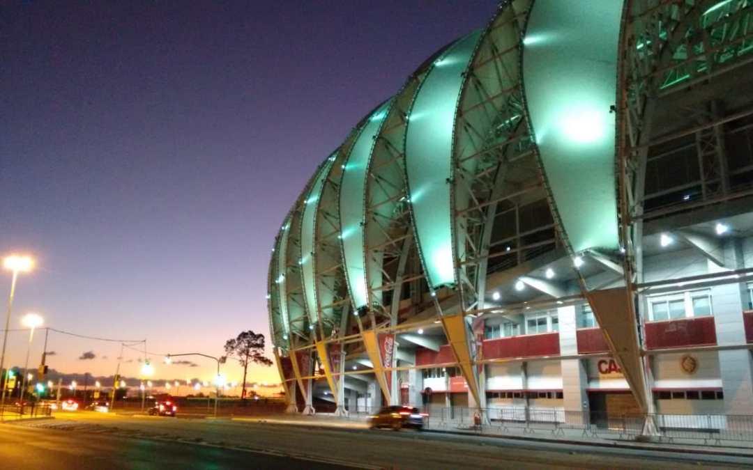 Beira-Rio verde em homenagem aos profissionais da saúde