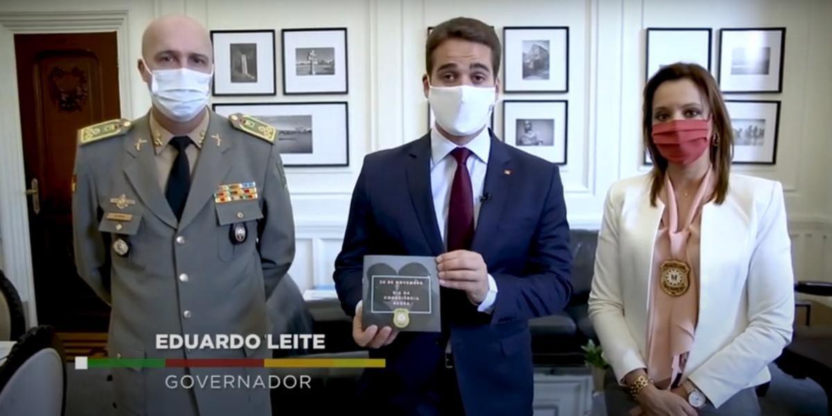 """""""Os inquéritos policiais estão sendo levados adiante com muito rigor"""", afirma Eduardo Leite sobre morte em supermercado"""