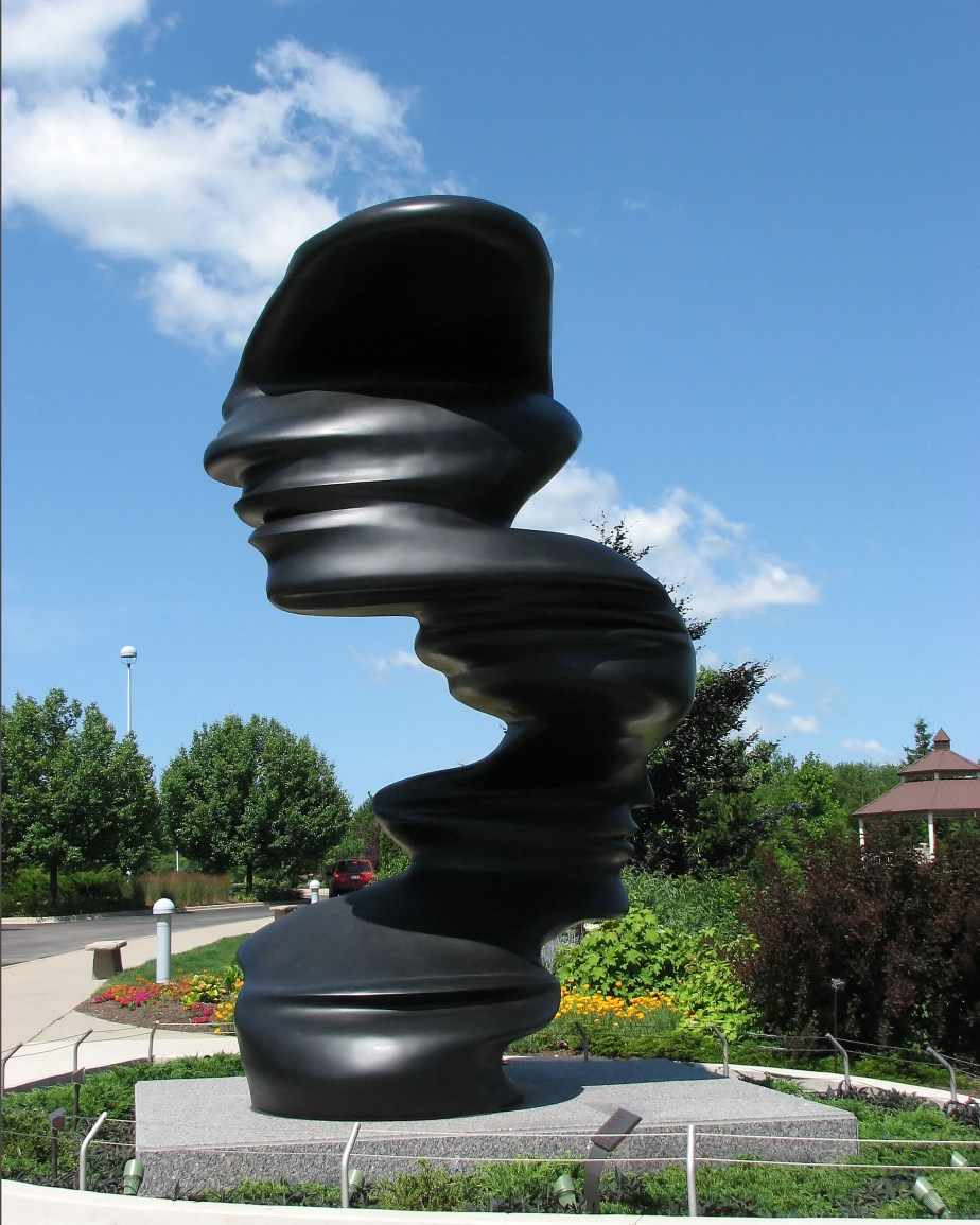 Meijer_garden_entrance_sculptu