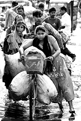 Country of contrasts, and so many people. Agra, India
