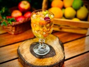Salada-de-fruta-Leiteria-639-300x225 Verão Leiteria 639 oferece almoço servido em horário prolongado