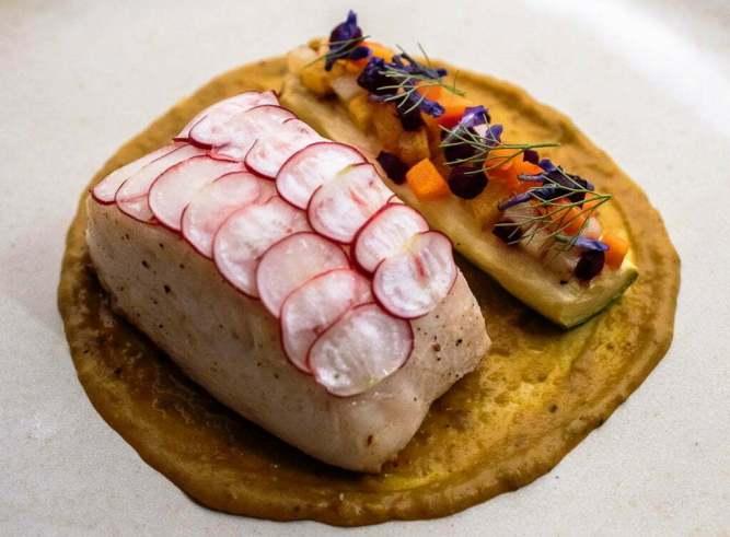 Pirarucu-assado-e-yellow-curry-de-moranga-com-legumes-300x221 Mantendo DNA, restaurante que fez história em Porto Alegre, reabre em novo endereço