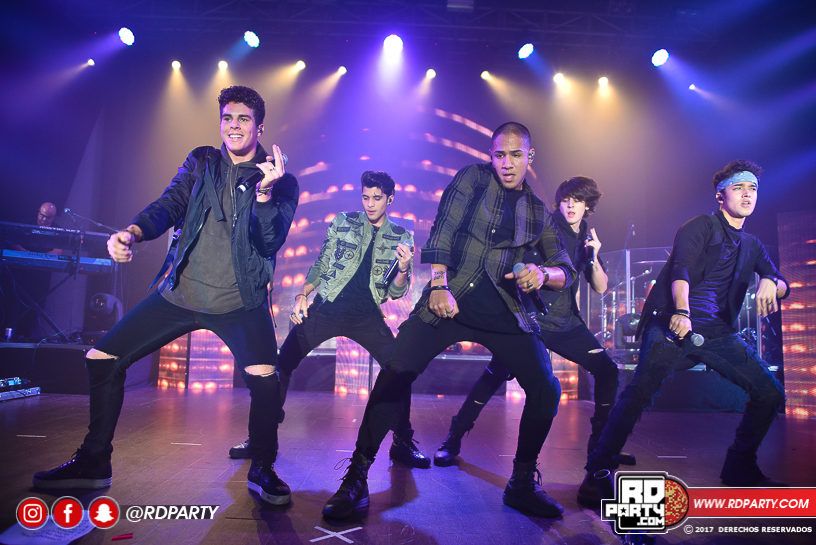 Fotos concierto cnco salon de eventos sambil 1 abril for Abril salon de fiestas