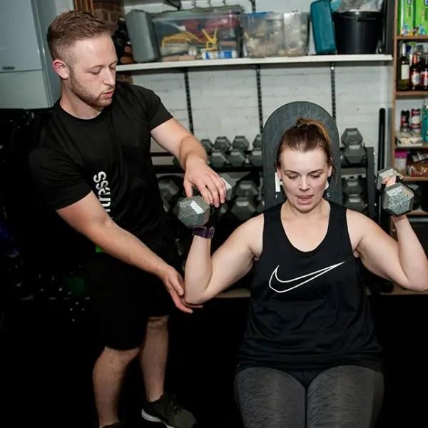 Personal Training dumbbell shoulder press