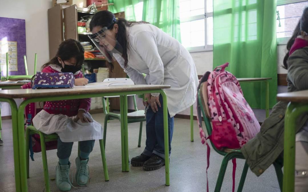 La Diaria: Premio al Docente Uruguayo 2020: reconocer a los educadores es «más importante que nunca»