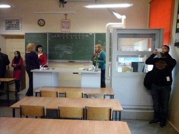 School tour - Chemistry lab // Turul școlii - laboratorul de chimie
