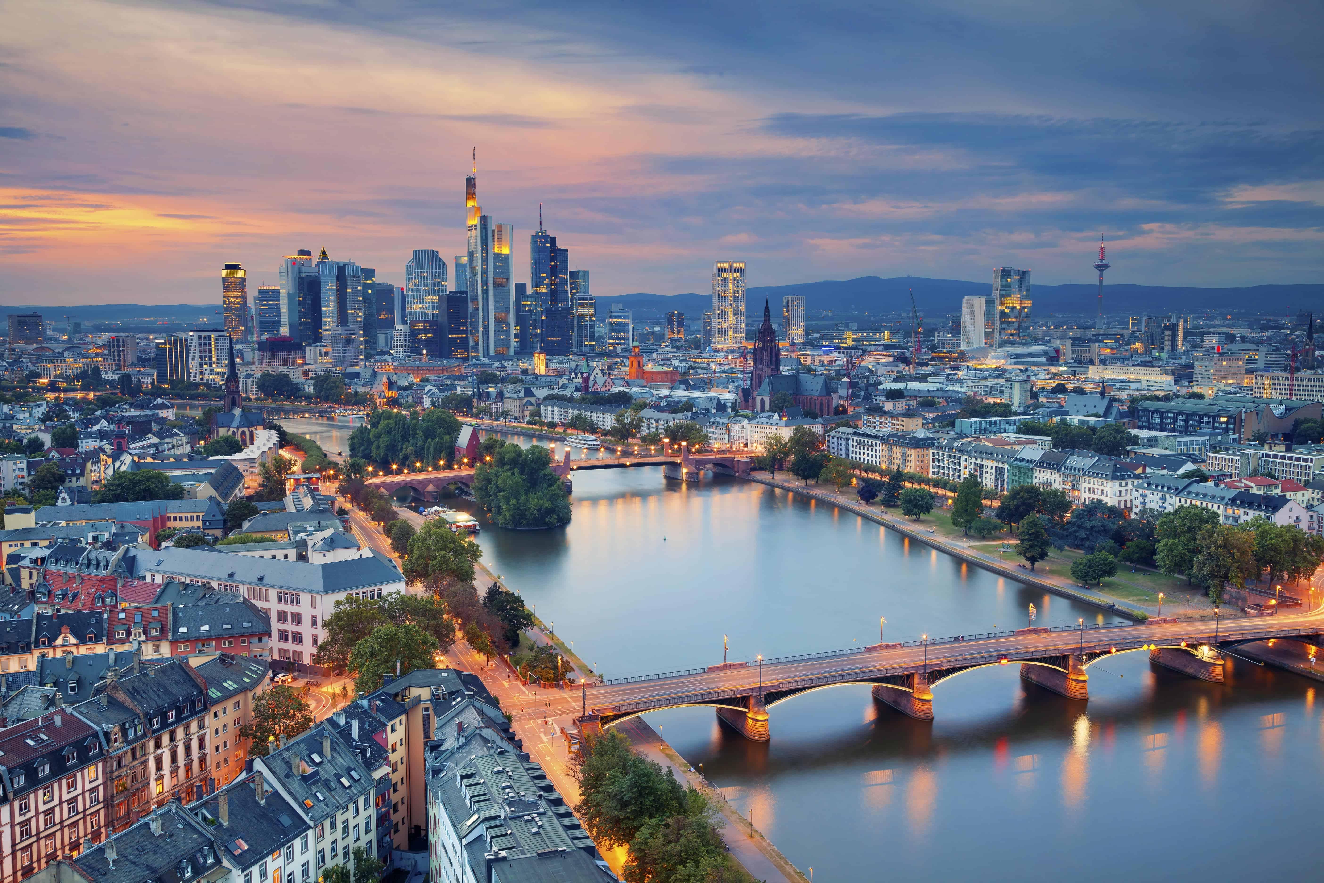 Frankfurt | Enjoy The Night Away