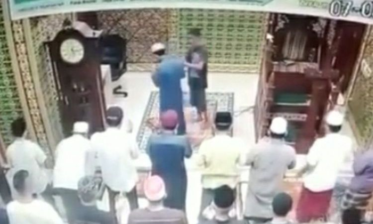 Pemukul Imam Masjid
