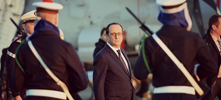 French president Hollande on the aircraft carrier Charles de Gaulle. (photo: Anne Christine Poujoulat/AP)