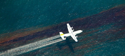 A chemical dispersing aircraft flies over the Gulf of Mexico. (photo: Oil Spill Commission)