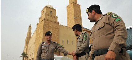 Saudi policemen stand guard in front of 'Al-rajhi Mosque' in central Riyadh. (photo: Getty Images)