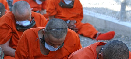 Prisoners at the Guantanamo Bay detention center. (photo: Everett Collection/REX)