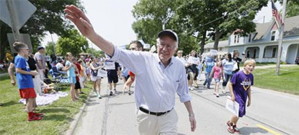 The crowds following Vermont Sen. Bernie Sanders on the campaign trail have been growing. (photo: Charlie Neibergall/AP)