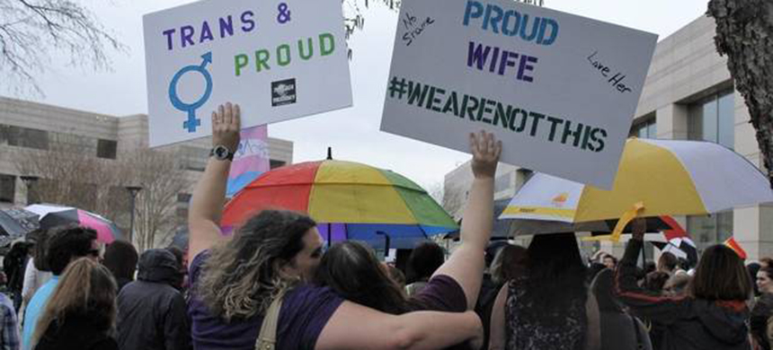 A rally in Charlotte against the anti-LGBT law. (photo: Skip Foreman/AP)