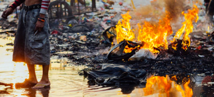 A trash fire in Manila, Philippines. (photo: Adam Cohn/Flickr)