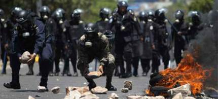 Soldiers clashed with protesters in 2011, after Honduras' President Porfirio Lobo declared the demonstrations illegal. (photo: Reuters/Edgard Garrido)