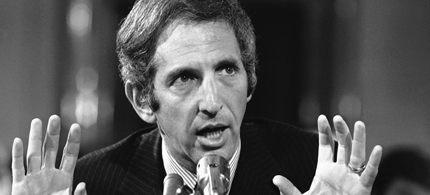 Daniel Ellsberg testifies about the Pentagon Papers at a Senate subcommittee meeting on May 16, 1973. (photo: AP)