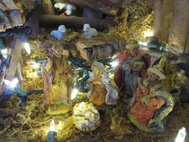 Tabletop Nativity Scene, baby Jesus included.