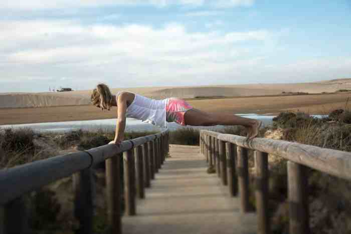 Easy & effective tips to keep fit on holidays: Only 15 minutes workout on holidays make a difference!