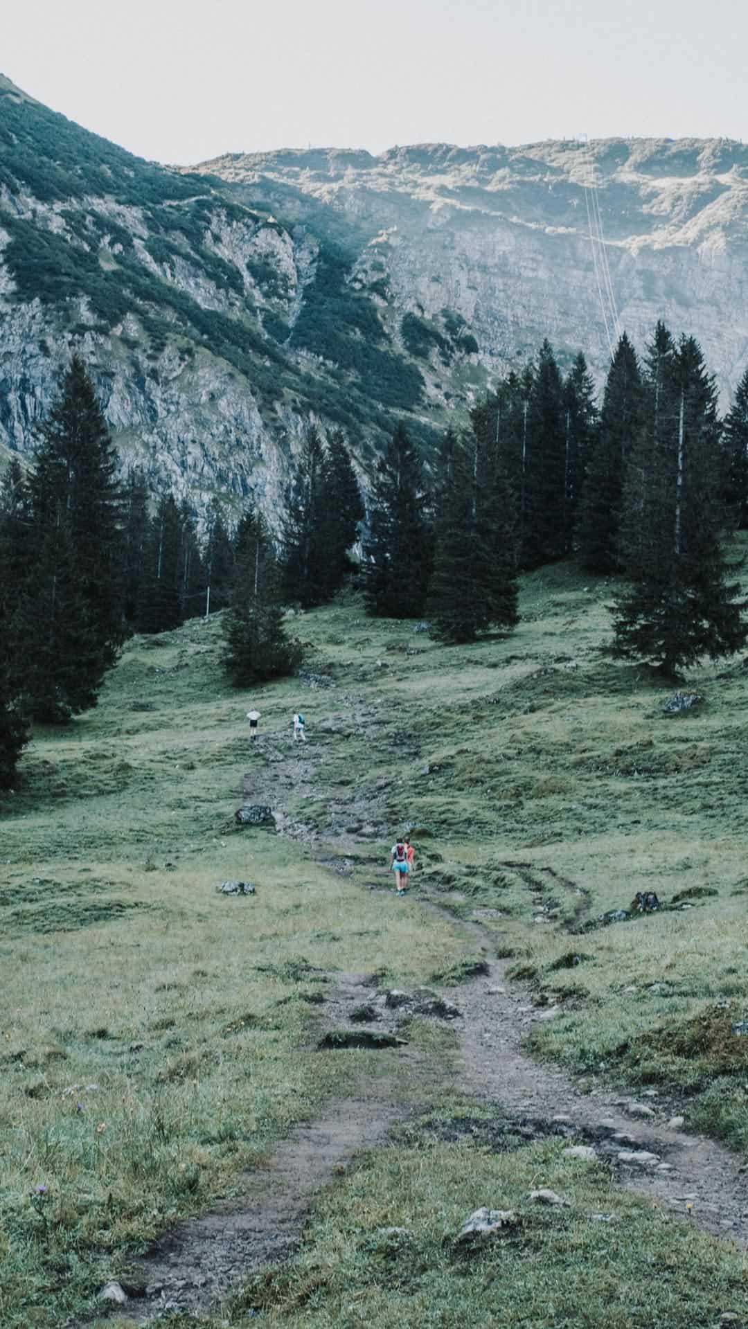 Hiking trail Schrecksee