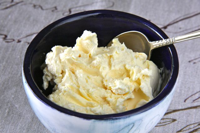 Making Clotted Cream From Raw Milk