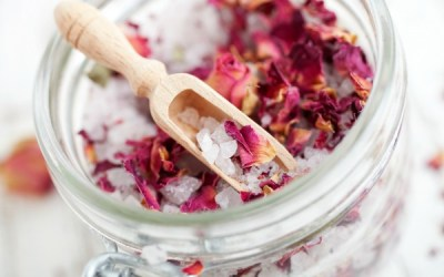 Treat Yourself: Why Herbal Tea Baths Could Be the New Healthy Bath Time Ritual + Recipes