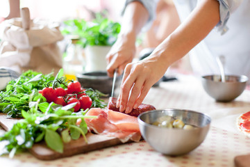 Why Home Cooked Meals Are A MUST For Your Family's Physical & Mental Health