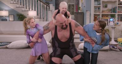 The Big Show Show (Netflix) review - a comfortable family sitcom