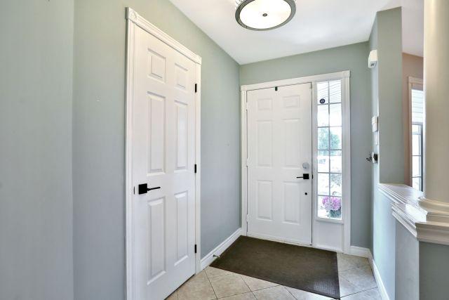 Glanbrook Binbrook 26 Switzer foyer 2 1024x683 - Recently SOLD in Binbrook