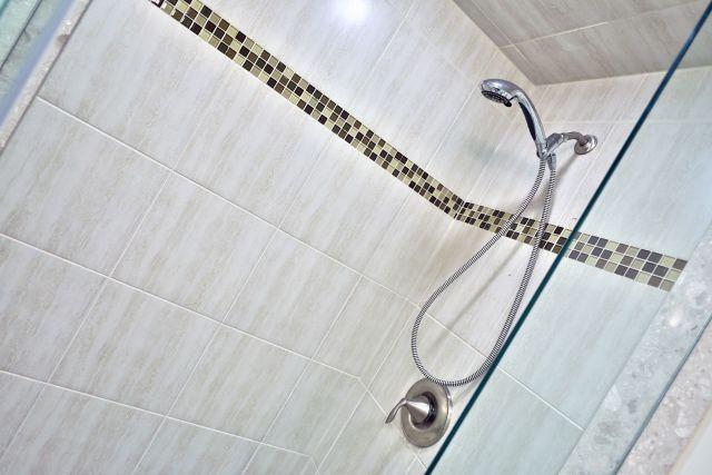 Glanbrook Binbrook 26 Switzer glass shower 2 1024x683 - Recently SOLD in Binbrook