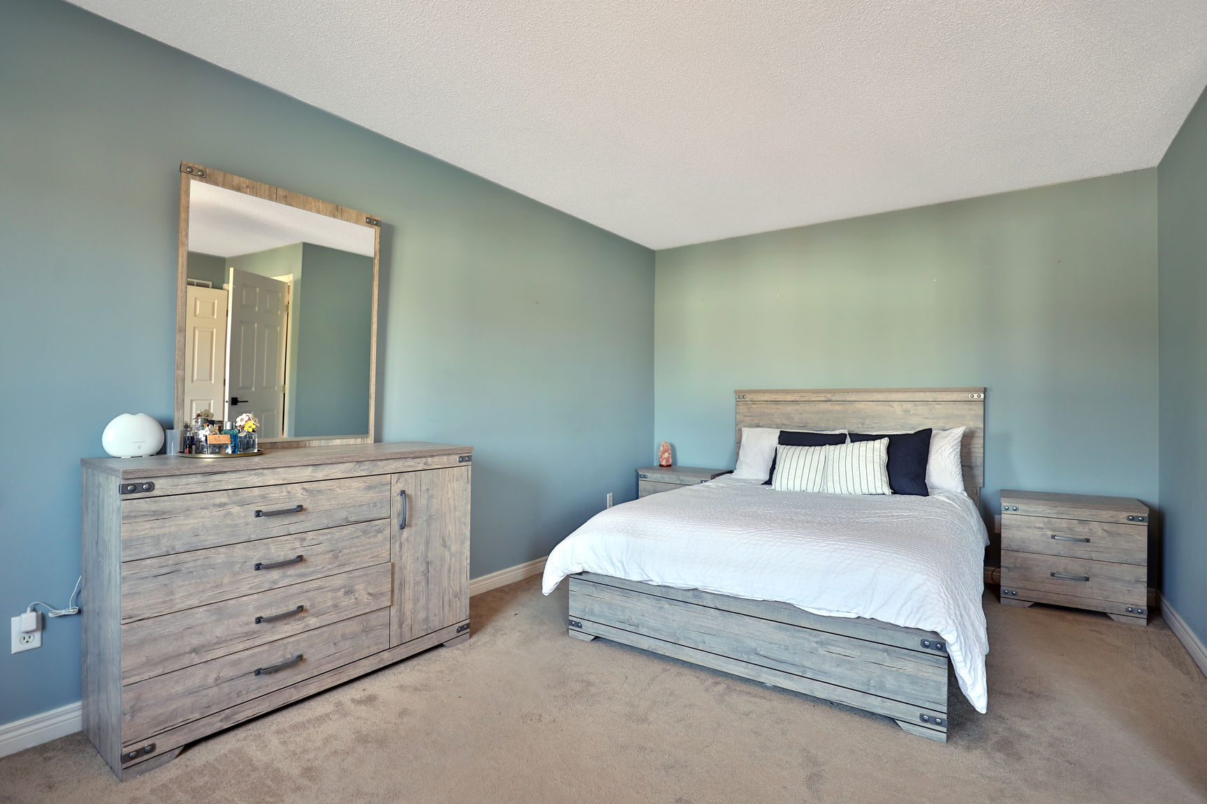 Glanbrook Binbrook 26 Switzer master bedroom 2 2 - Recently SOLD in Binbrook